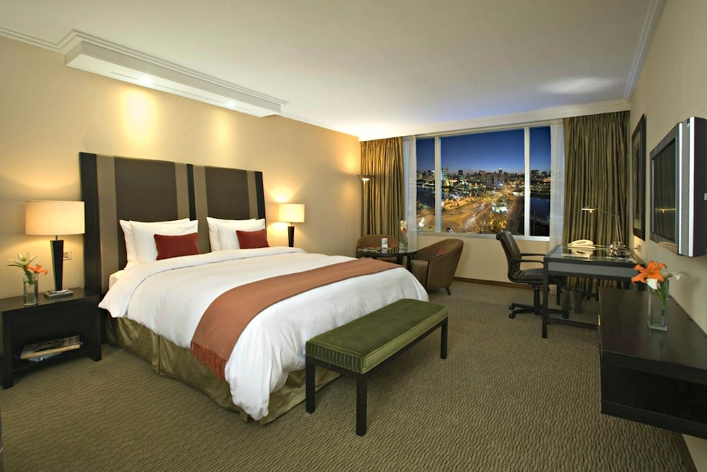 Room : Executive Room, 1 Queen Bed, Business Lounge Access 26 of 133
