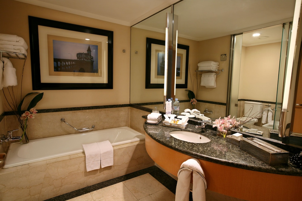Suite : Junior Suite, 1 King Bed (Executive) 19 of 133