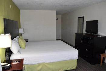 Guestroom at Old Town Western Inn & Suites in San Diego