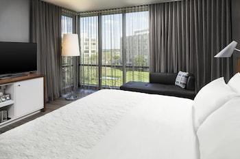 Executive Suite, 1 King Bed, Business Lounge Access