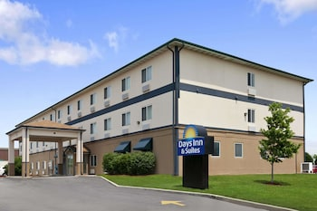 Hotel - Days Inn & Suites by Wyndham Romeoville