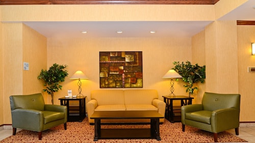 . Holiday Inn Express Hotel & Suites Fort Atkinson