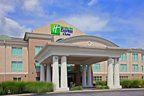 . Holiday Inn Express Hotel & Suites Greenwood