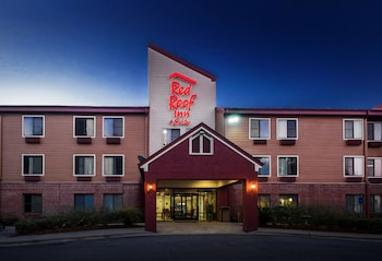Featured Image at Red Roof Inn & Suites Savannah Airport in Pooler