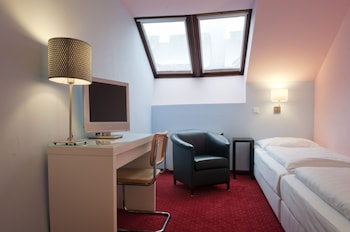 Economy Twin Room, 2 Twin Beds (SMALL 15m²)