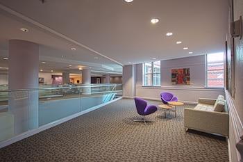 Lobby Sitting Area at Kellogg Conference Hotel at Gallaudet University in Washington