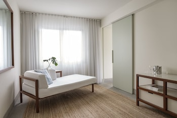 One Bedroom Suite, 1 King Bed, City View