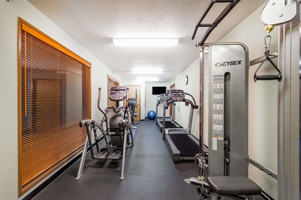 Health and Fitness : Fitness Facility 32 of 74