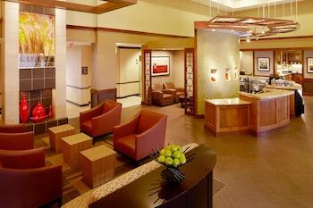 Lobby Sitting Area at Hyatt Place Orlando Airport in Orlando