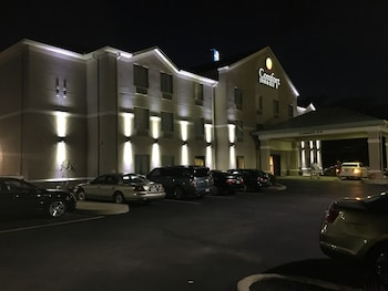 Comfort Inn And Suites - Hotel Front - Evening/Night  - #0
