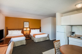 Family Kitchenette Suite, 2 Queen beds in separate rooms, non smoking
