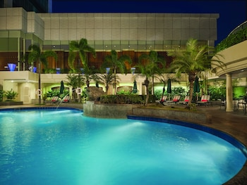 Pan Pacific Manila Outdoor Pool
