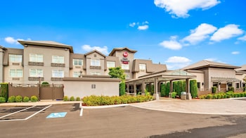 Hotel - Best Western Plus Pitt Meadows Inn & Suites
