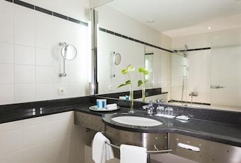 Dorint Hotel Pallas Wiesbaden - Bathroom Sink  - #0