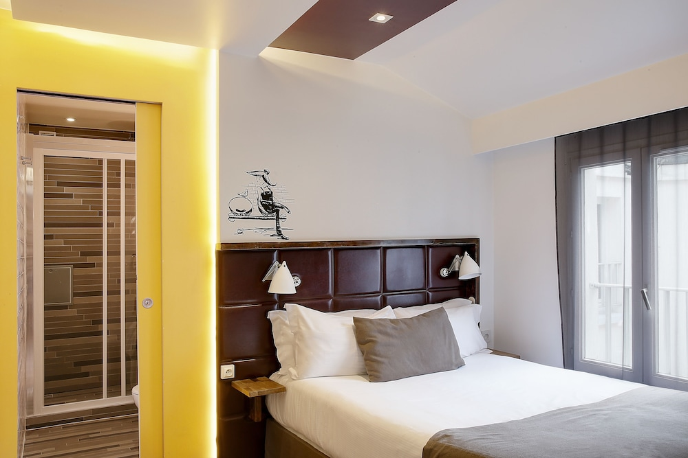 Hotel Aulivia Opera, Featured Image