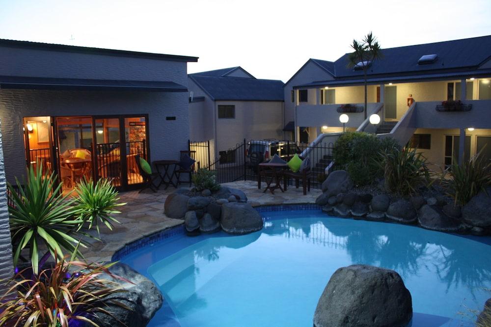베이크레스트 로지(Baycrest Lodge) Hotel Image 0 - Featured Image