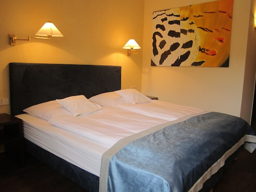__{offers.Best_flights}__ Central Hotel
