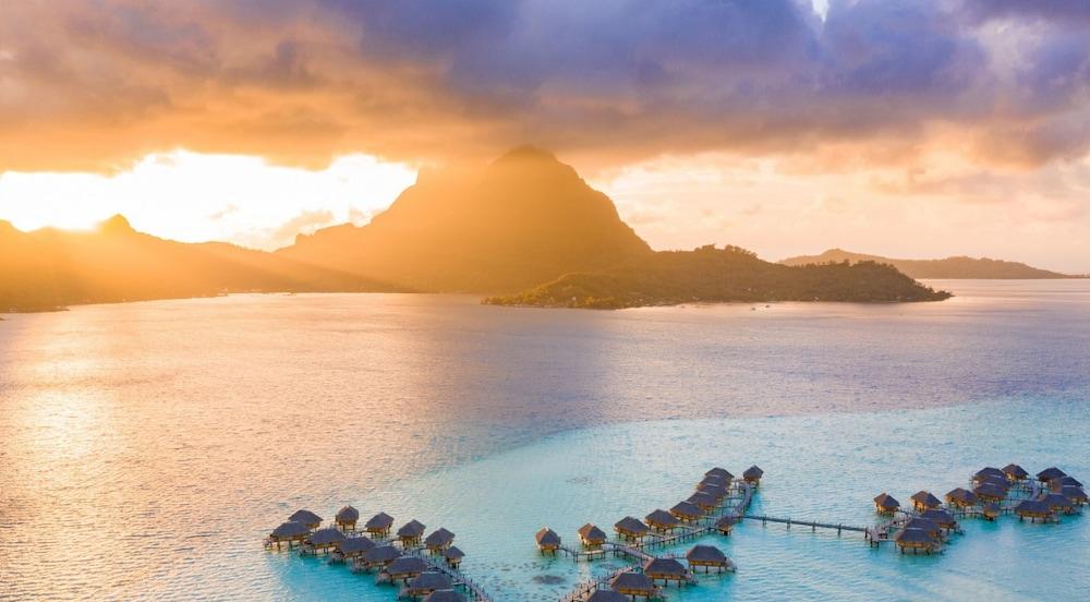 https://i.travelapi.com/hotels/1000000/560000/558800/558749/3af0c6cd_z.jpg