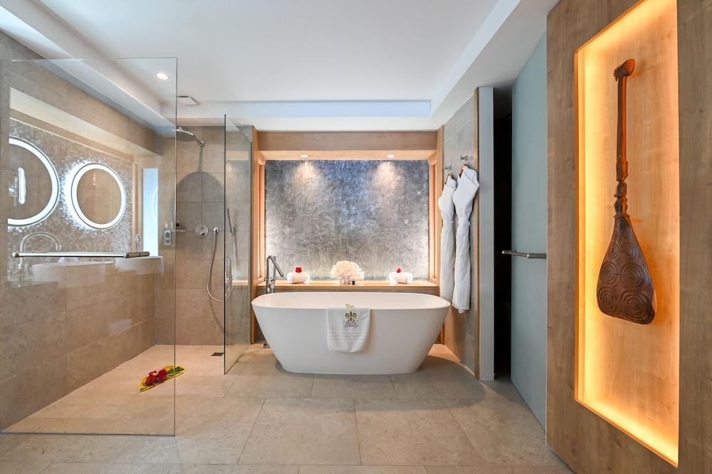 https://i.travelapi.com/hotels/1000000/560000/558800/558749/e69b4bb2_z.jpg