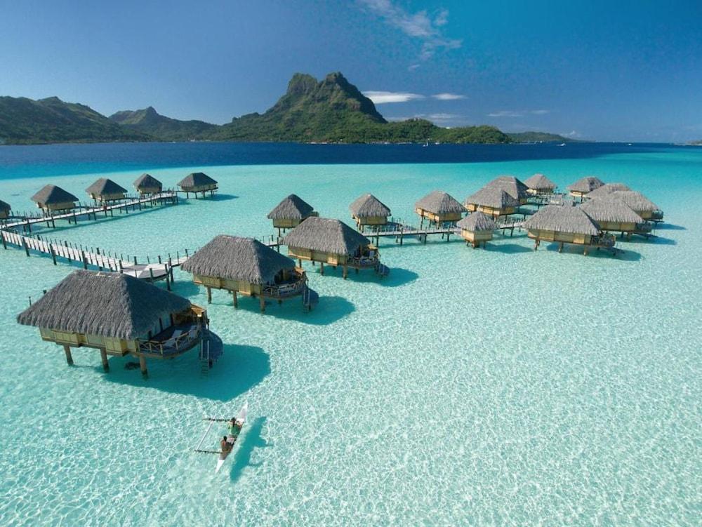 https://i.travelapi.com/hotels/1000000/560000/558800/558749/fb09a0e6_z.jpg