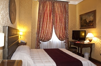 Hotel - Royal Court Hotel
