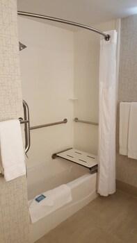 Holiday Inn Express Louisville Northeast - Bathroom  - #0