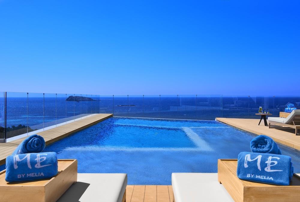 https://i.travelapi.com/hotels/1000000/570000/562200/562132/3a16df87_z.jpg