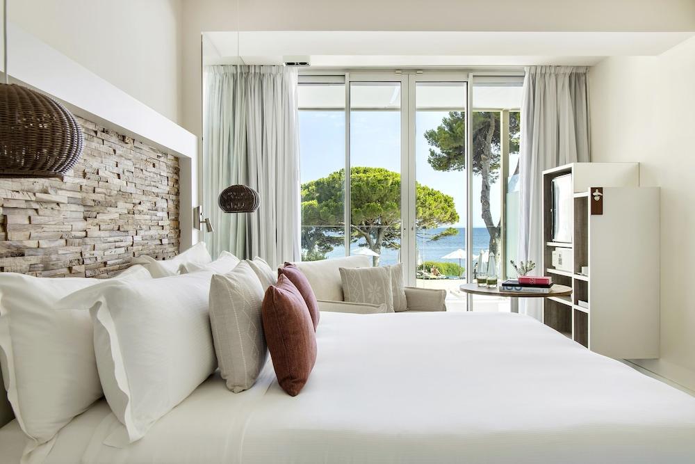 https://i.travelapi.com/hotels/1000000/570000/562200/562132/9368c7eb_z.jpg