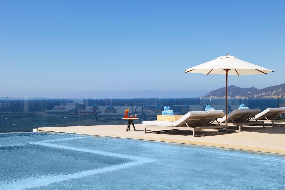 https://i.travelapi.com/hotels/1000000/570000/562200/562132/a7061ff4_z.jpg
