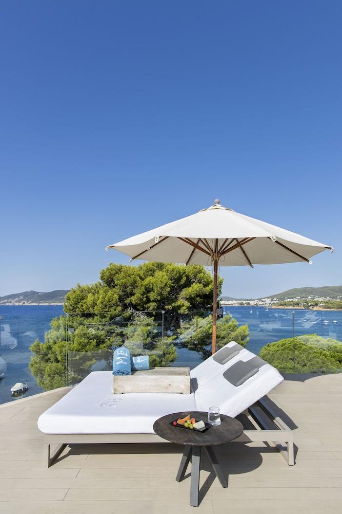 https://i.travelapi.com/hotels/1000000/570000/562200/562132/daee00bd_z.jpg