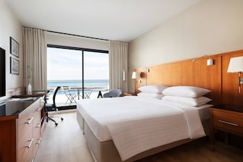 Business Room, 1 King Bed, Non Smoking, Sea View (Low Floor)