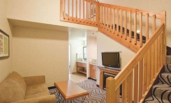Suite, 1 King Bed with Sofa bed, Non Smoking, Jetted Tub (Loft)
