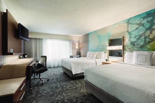 . Courtyard by Marriott Topeka