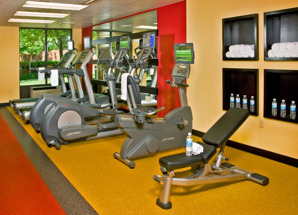 Health and Fitness : Fitness Facility 31 of 107