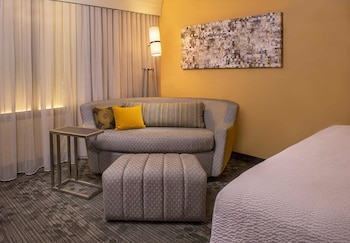 Guestroom at Courtyard by Marriott Philadelphia Plymouth Meeting in Plymouth Meeting