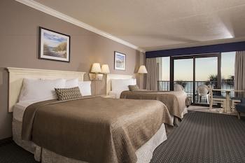 Guestroom at Grande Shores Ocean Resort in Myrtle Beach