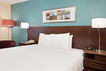 Guestroom at Fairfield Inn by Marriott Philadelphia Airport in Philadelphia