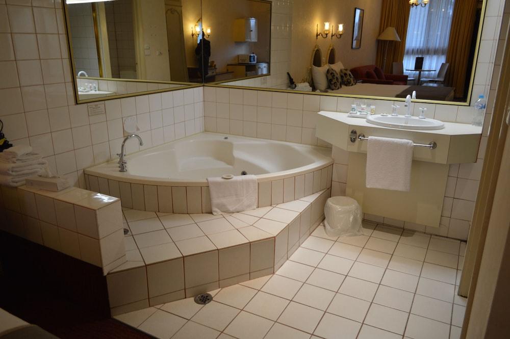 퀄리티 호텔 파크레이크 셰퍼턴(Quality Hotel Parklake Shepparton) Hotel Image 43 - Jetted Tub