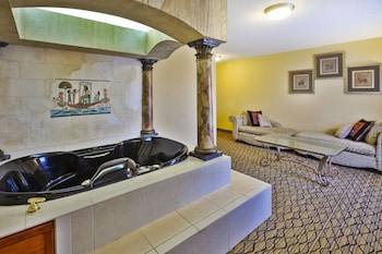 Suite, 1 King Bed, Non Smoking, Hot Tub (Egyptian)