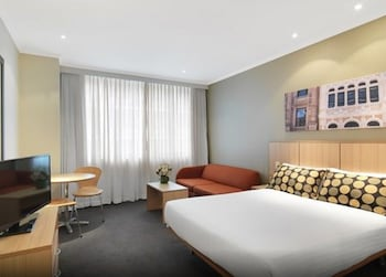 Guestroom at Travelodge Hotel Sydney Martin Place in Sydney