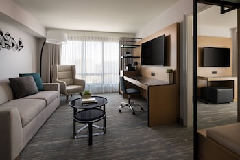 Executive Suite, 1 King Bed, Balcony, Corner
