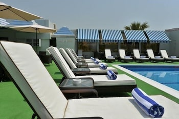 라마다 호텔 바레인(Ramada Hotel Bahrain) Hotel Image 38 - Outdoor Pool