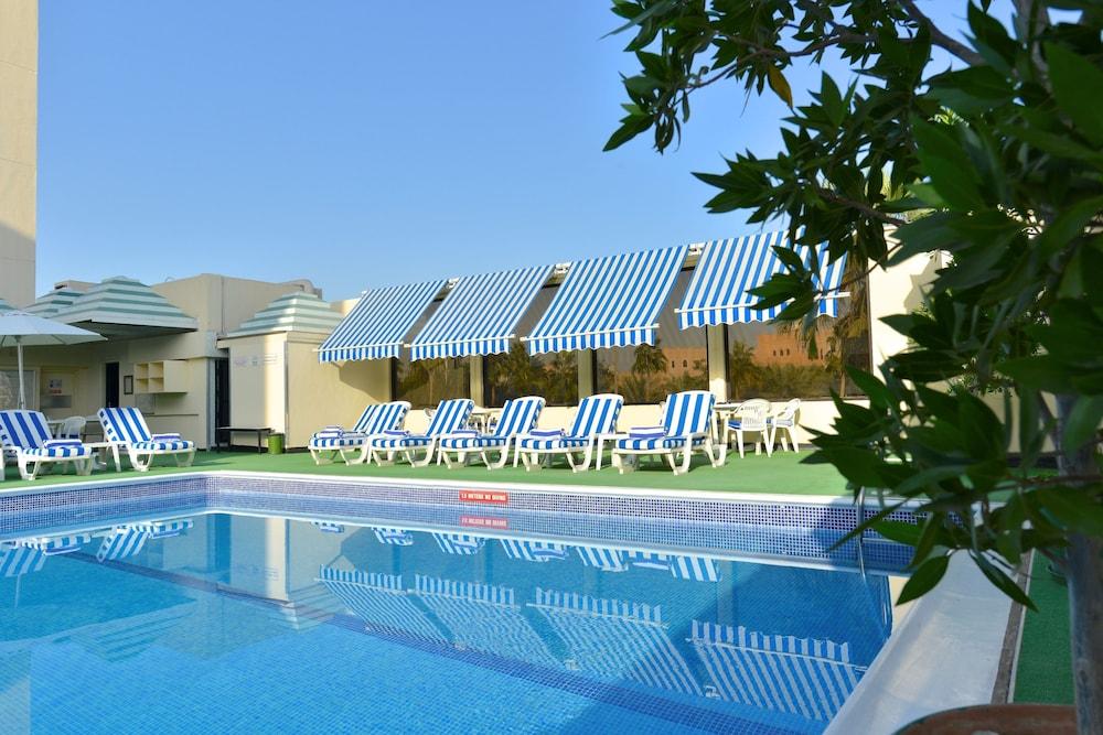 라마다 호텔 바레인(Ramada Hotel Bahrain) Hotel Image 19 - Outdoor Pool