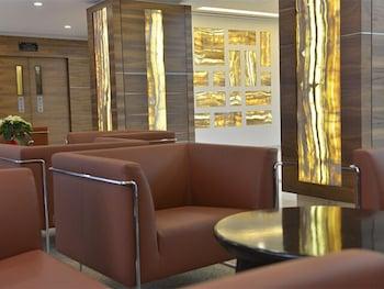 라마다 호텔 바레인(Ramada Hotel Bahrain) Hotel Image 2 - Lobby Sitting Area