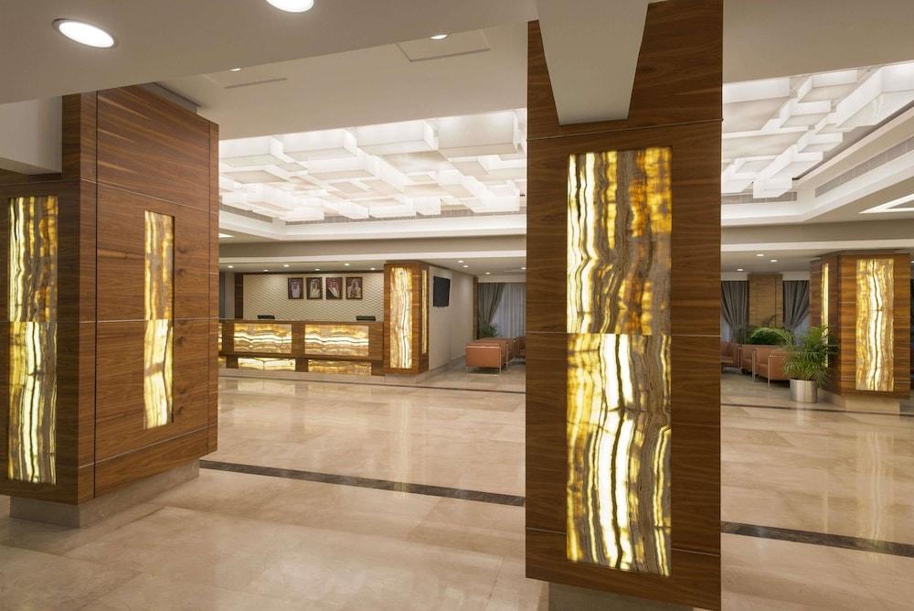 라마다 호텔 바레인(Ramada Hotel Bahrain) Hotel Image 1 - Lobby