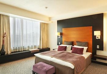 Club Suite, 1 King Bed, Non Smoking (Executive)