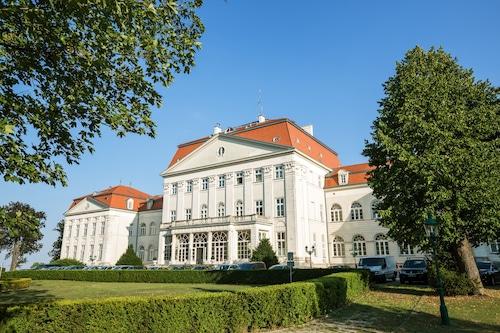 . Austria Trend Hotel Schloss Wilhelminenberg
