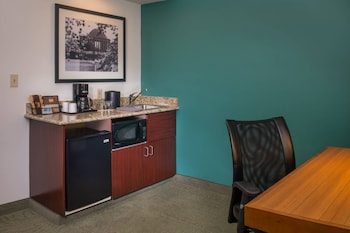 Guestroom at SpringHill Suites by Marriott Herndon Reston in Herndon