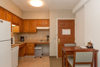 Suite, 1 Queen Bed, Accessible, Kitchen (Mobility, Bathtub)