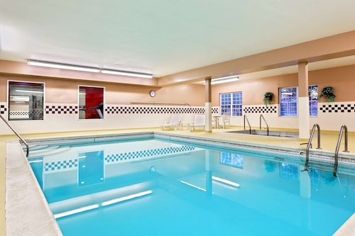 . Country Inn & Suites by Radisson, Elgin, IL